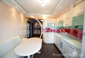 Продаётся двухкомнатная квартира по ул. Пчёлки 6 на Позняках!