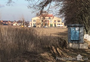 Продается фасадный участок коммерческого назначения в селе Гора 14 км от Киева
